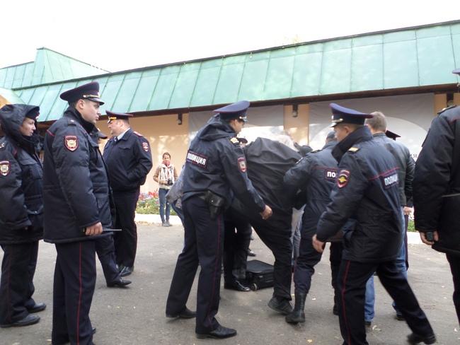 В Константиново с применением насилия задержаны 77-летний залуженный архитектор Гаврилов, активисты Кочетков и Петруцкий Zaderj4